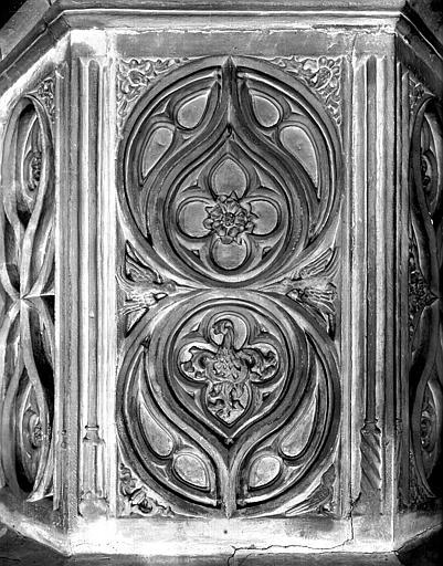 Chaire : panneau sculpté