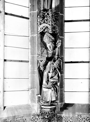 Statue d'évêque