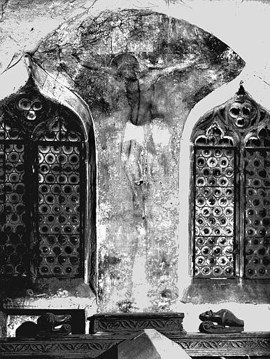 Fresque entre deux fenêtres : Crucifixion
