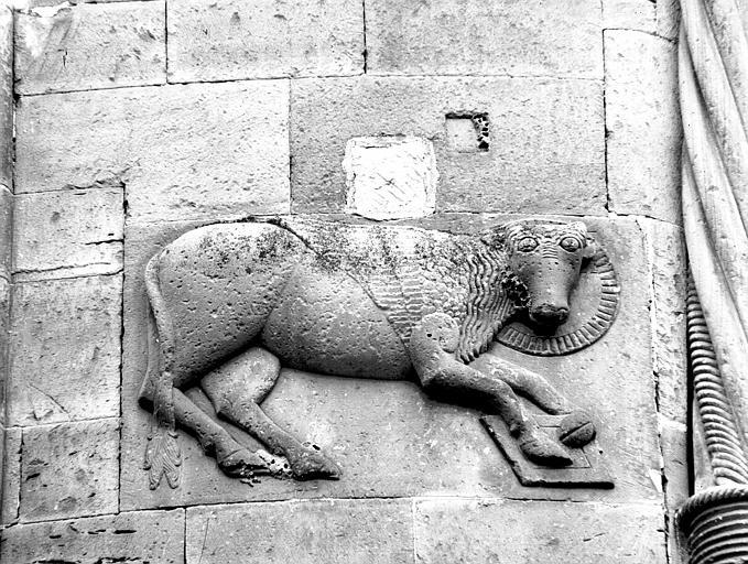 Abside : taureau de saint Luc