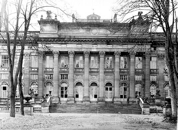Façade est : colonnade centrale