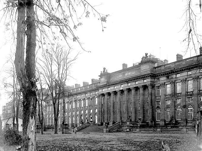 Colonnade et corps de bâtiment de gauche