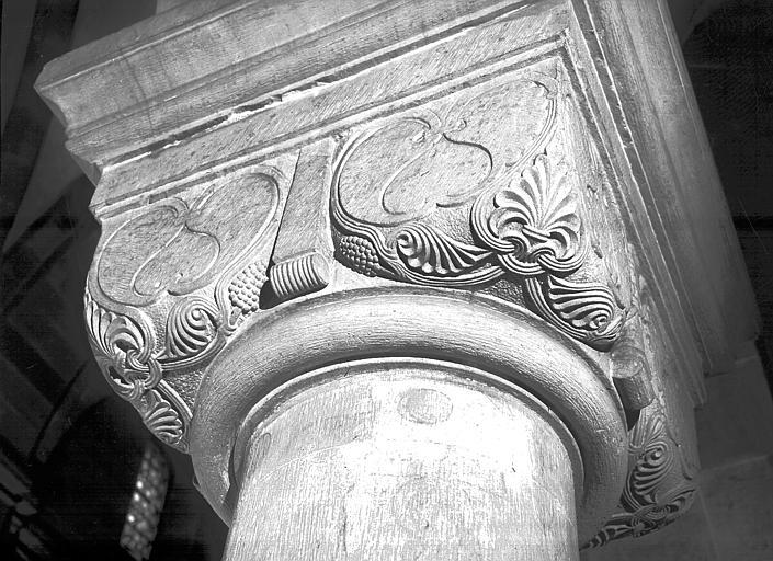 Détail d'un chapiteau de la nef