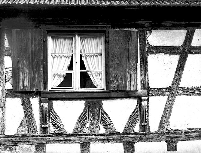 Fenêtre et poutrages