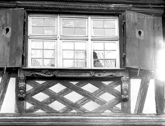 Détail de poutrages de la façade