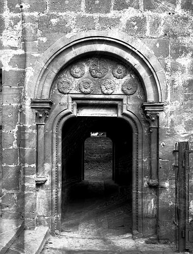 Extrémité du croisillon sud : porte du cloître