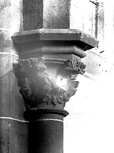 Nef : chapiteau et colonne engagée