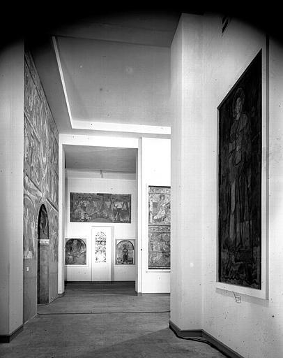 Relevés de fresques : ensemble des salles de l'ancien musée de la fresque consacrées à Nohant-Vic, Loches et Le Puy