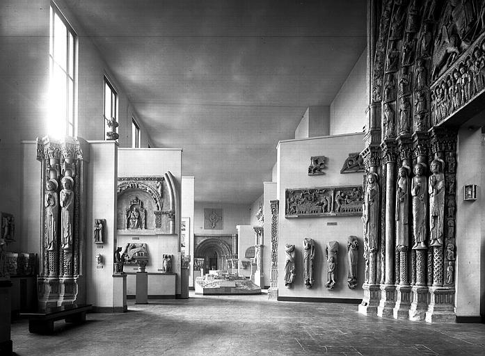 Portail Royal, piédroit nord, porte : vue de la salle