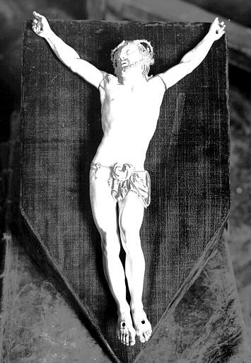 Christ en croix en ivoire, déposé
