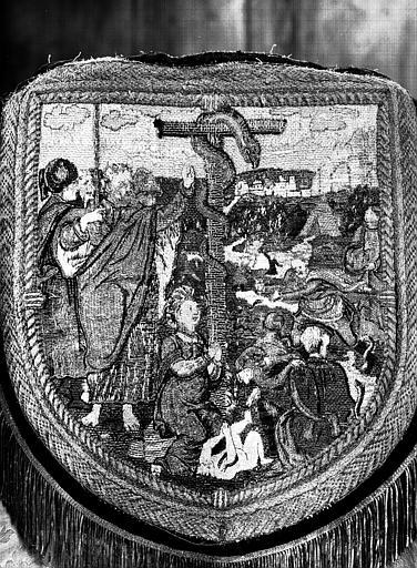 Bannière de procession en broderie : le Serpent d'airain, revers
