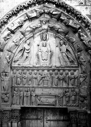 Façade ouest, portail côté sud, tympan : Enfance du Christ et Vierge en majesté