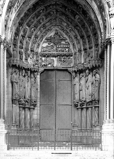Porche sud, portail côté est : ensemble