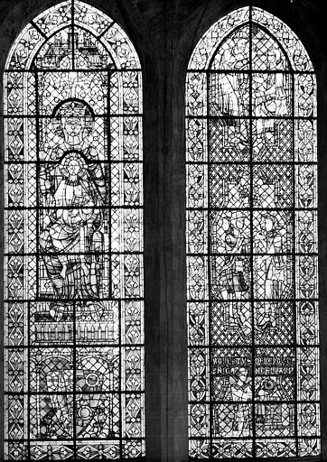 Vitrail, baies 133 et 134 : pélerins de saint Jacques et Vierge à l'Enfant