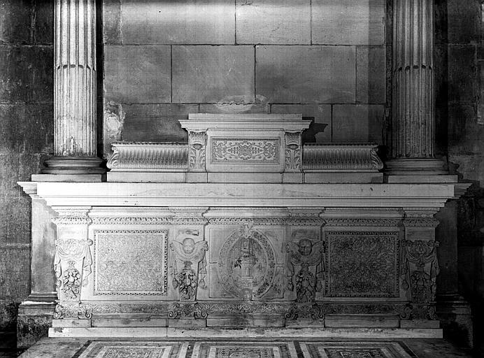 Chapelle d'Amoncourt : tombeau de l'autel