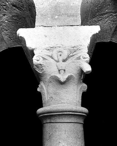 Triforium : chapiteau, face intérieure