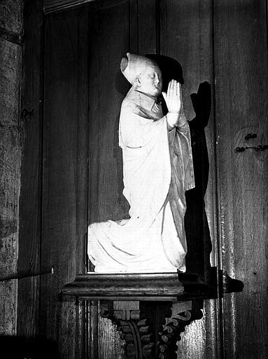 Statue dans la chapelle axiale