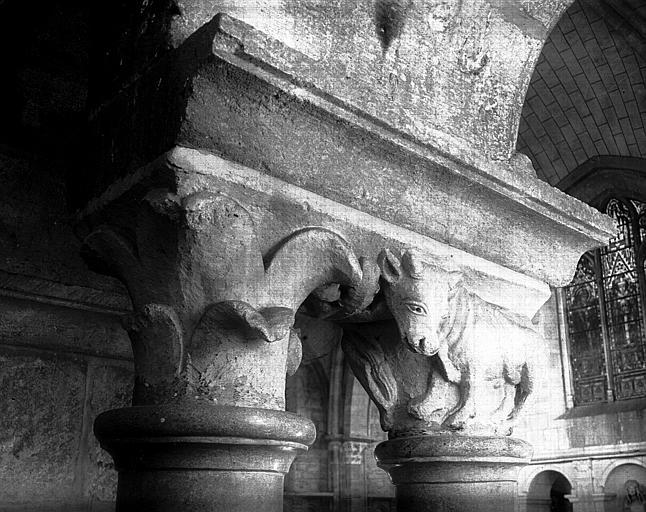 Triforium : chapiteaux
