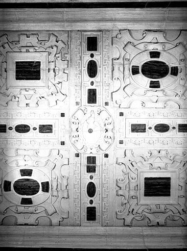 Rez-de-chaussée, salon carré : détail du plafond