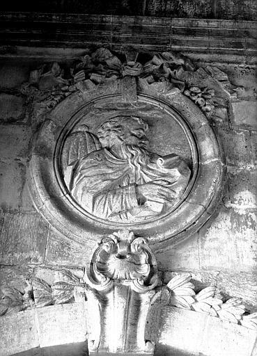 Revers de la façade ouest : médaillon
