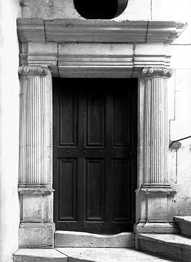 Porte de l'escalier du premier étage