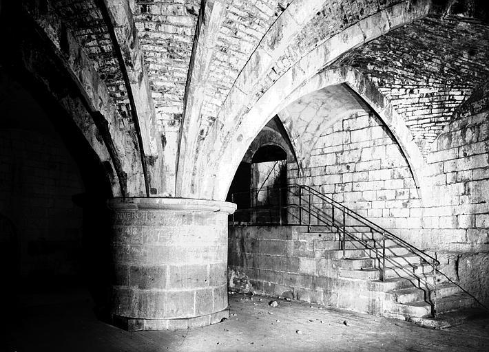Deuxième cave : pilier et départ de voûte