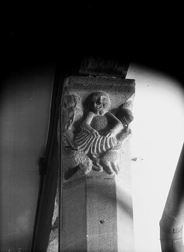 Rez-de-chaussée, chapiteau de l'arcade