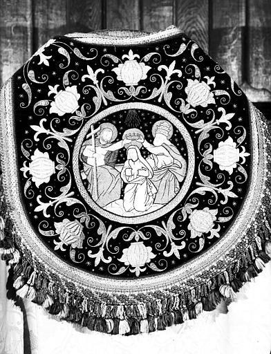 Chape (ornement blanc pour l'office pontifical)