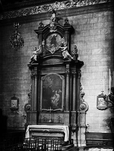 autel et retable du croisillon sud, marbre, 18e siècle et ses deux tableaux : Saint François de Paule ressuscitant un enfant et L'Apothéose d'un saint jésuite, huiles sur toile, 18e siècle