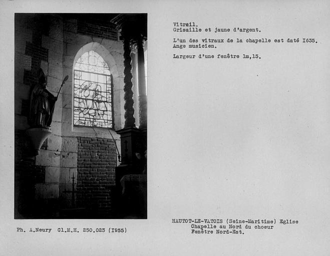 Chapelle au nord du choeur, vitrail de la fenêtre nord-est en grisaille et jaune d'argent