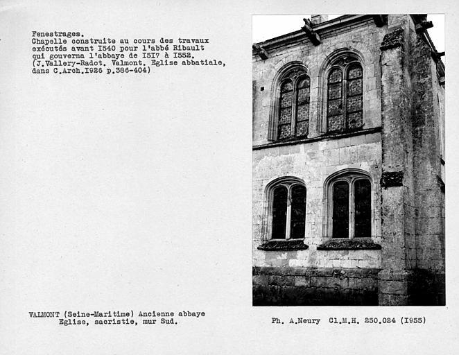 Fenestrages du mur sud de la sacristie, chapelle ouvrant sur la première travée tournante