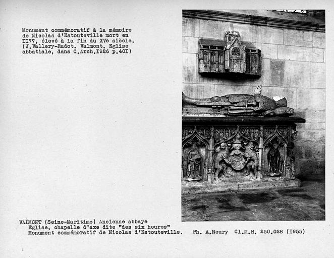 Chapelle d'axe dite 'des six heures', monument commémoratif sculpé avec fenestrages de Nicolas d'Estouteville