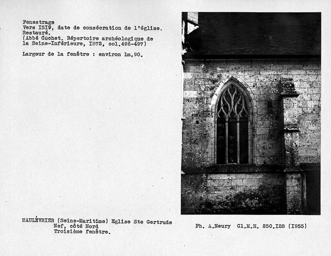 Fenestrage restauré de la nef, côté nord, troisième fenêtre