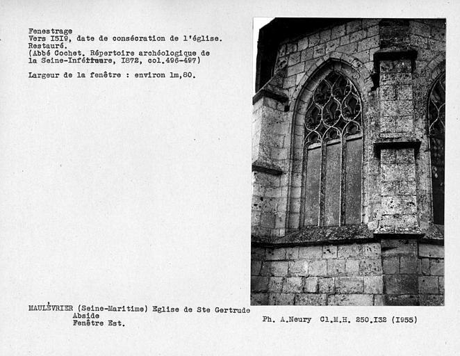 Fenestrage restauré de l'abside, fenêtre est