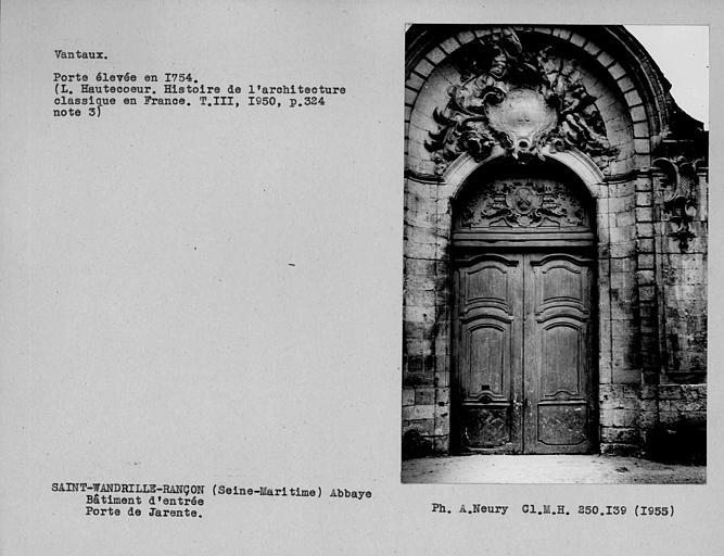 Porte centrale du bâtiment d'entrée, vantaux de la porte dite de Jarente