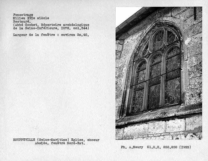 Fenestrage restauré du choeur, fenêtre nord-est de l'abside