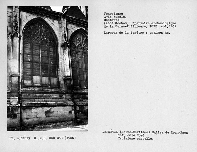 Fenestrage restauré de la troisième chapelle de la nef, côté nord