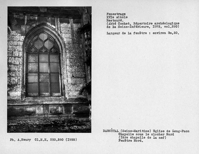 Fenestrage restauré de la chapelle sous le clocher nord, fenêtre nord