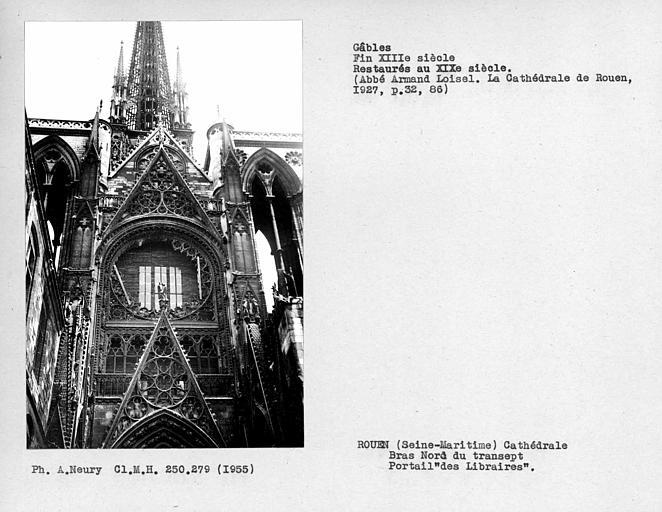 Fenestrages du bras nord du transept, restaurtés au XIXe siècle, portail des 'Libraires'