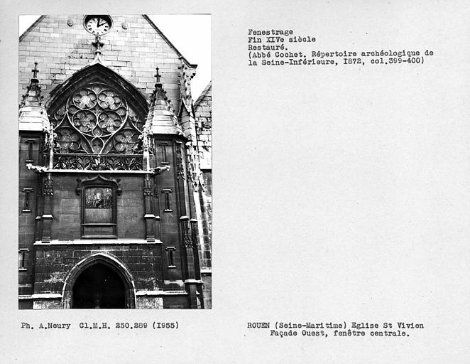 Fenestrage restauré de la façade ouest, fenêtre centrale