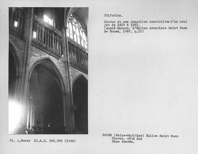 Claire-voie au-dessus de la porte de la première travée du bas-côté sud de la nef, triforium
