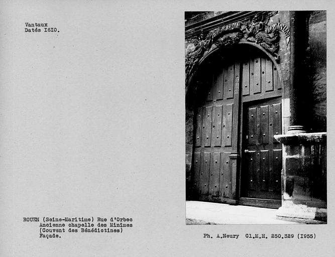 Ensemble des vantaux de porte de la façade