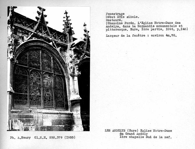 Fenestrage restauré de la première chapelle côté sud de la nef
