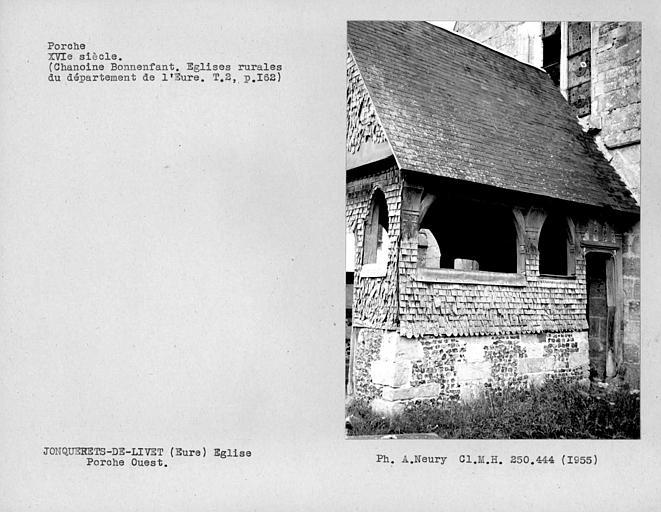 Revêtement de bois sur le côté sud du porche ouest