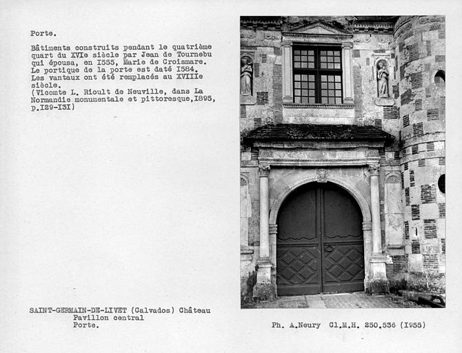 Extérieur, porte du pavillon central d'entrée, vantaux remplacés au 18e siècle