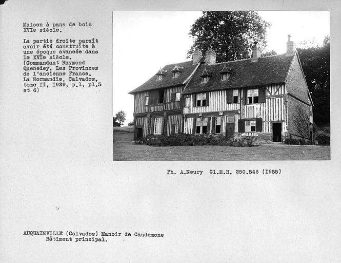 Maison en pan-de-bois, vue d'ensemble du bâtiment principal