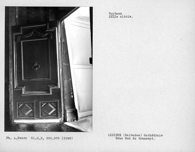 Vantaux du bras sud du transept, portillon droit