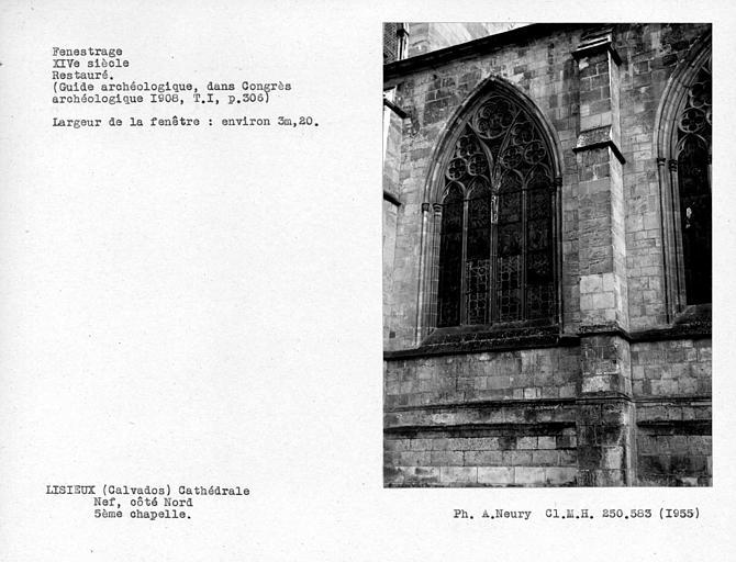 Fenestrage restauré de la cinquième chapelle nord de la nef