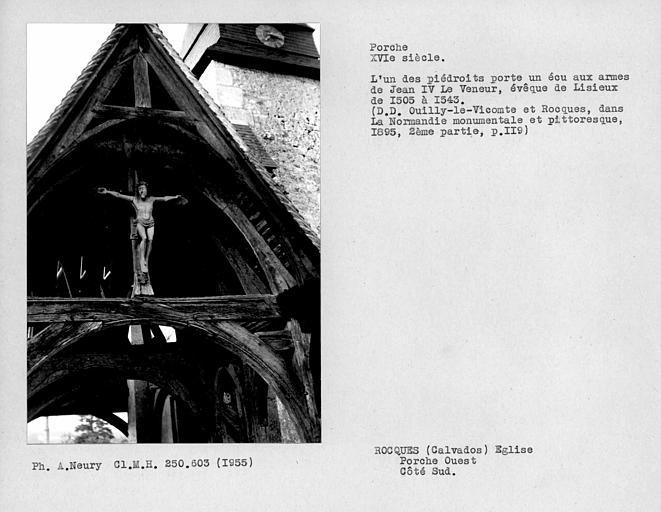 Eglise en pan-de-bois. Détail de la face sud du porche ouest