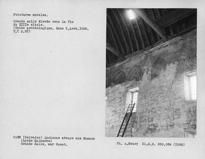 Fenestrage de l'extrémité sud du mur ouest de la grande salle